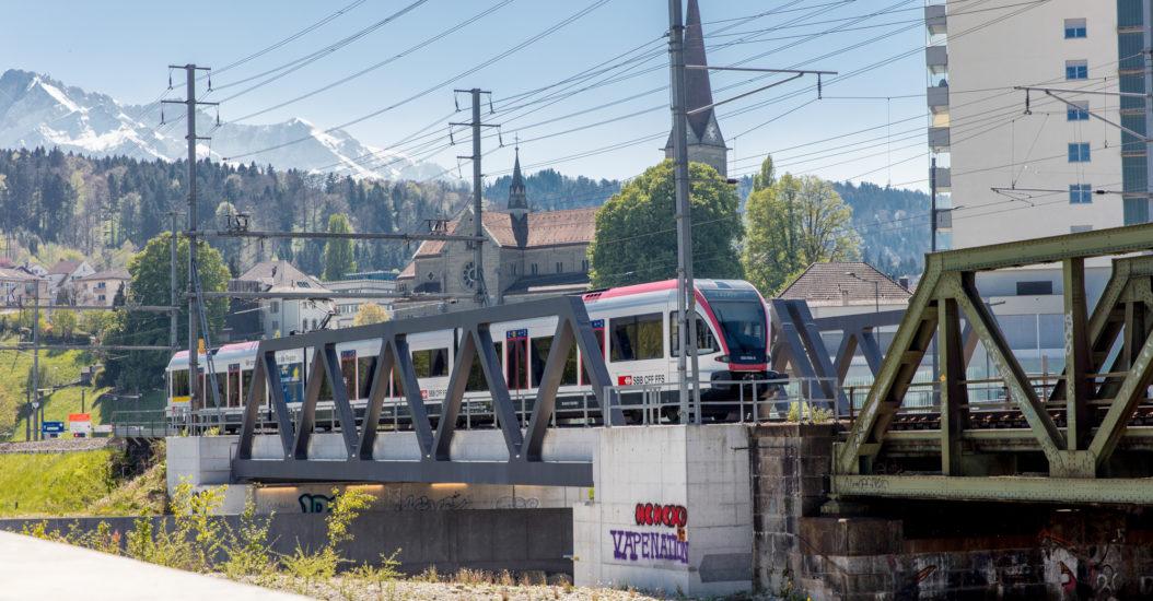 Bahn Brücke Zug Luzern