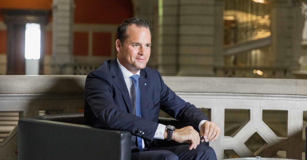Damian Müller Bundeshaus Sofa